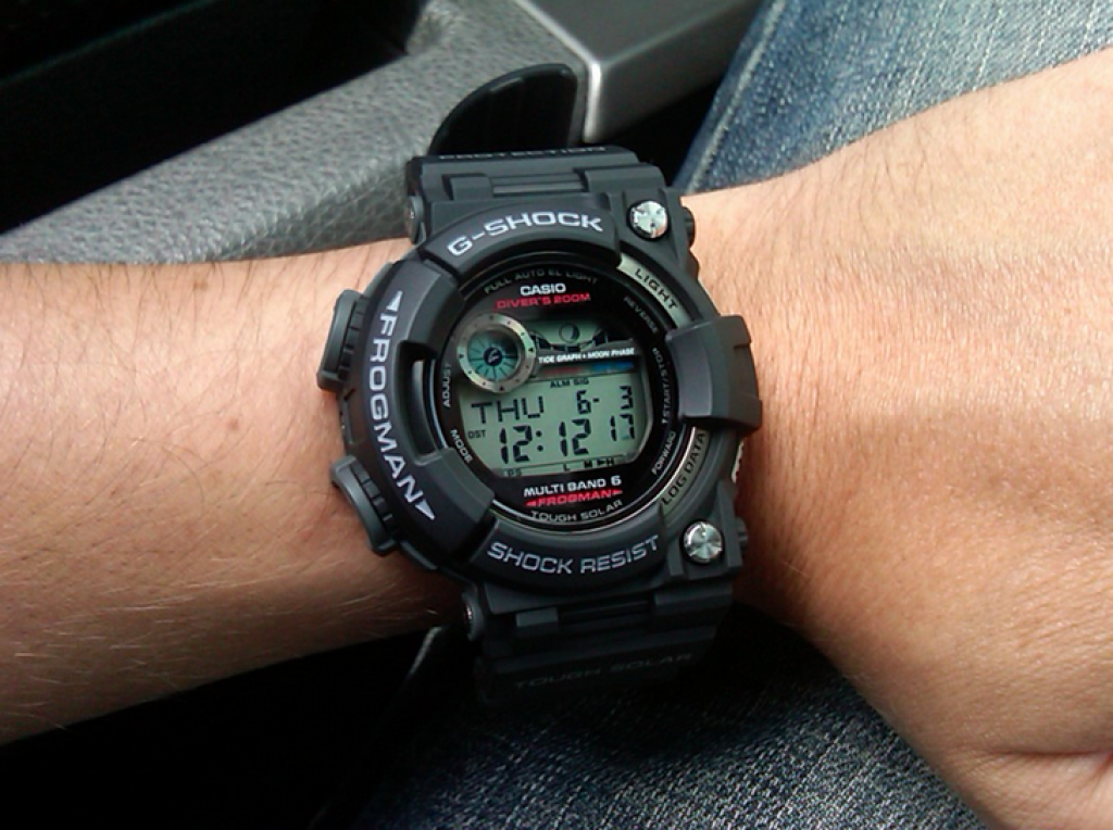 casio-g-shock-gwf-1000-1jf-on-hand