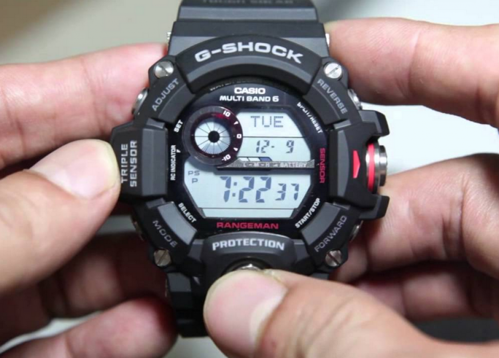 g-shock-gw-9400-1cr-rangeman-pressing-buttons