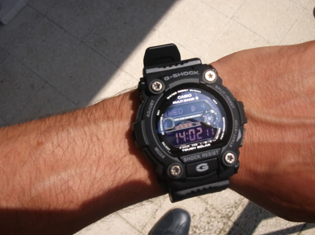 g-shock-gw7900b-1-on-hand