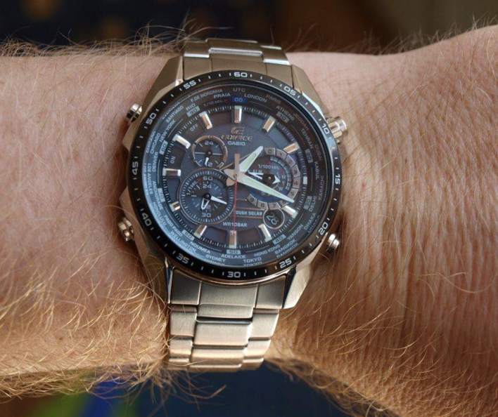 Casio Edifice EQS-500_4 wrist