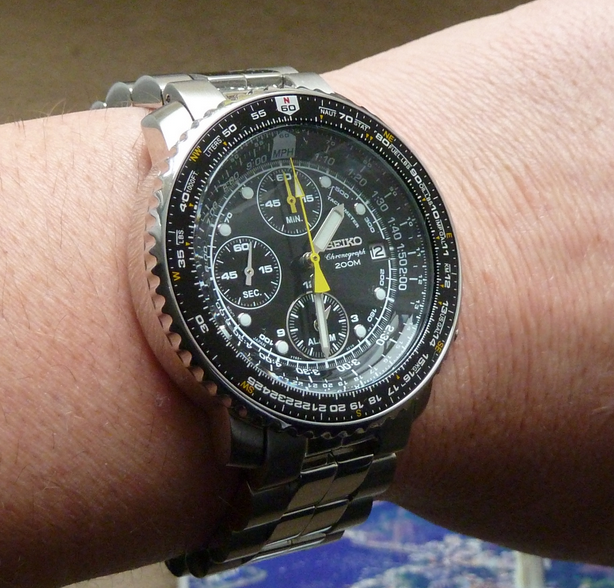 seiko-sna411-on-hand-side